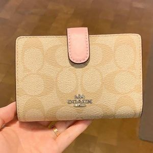 coach medium corner zip wallet signature